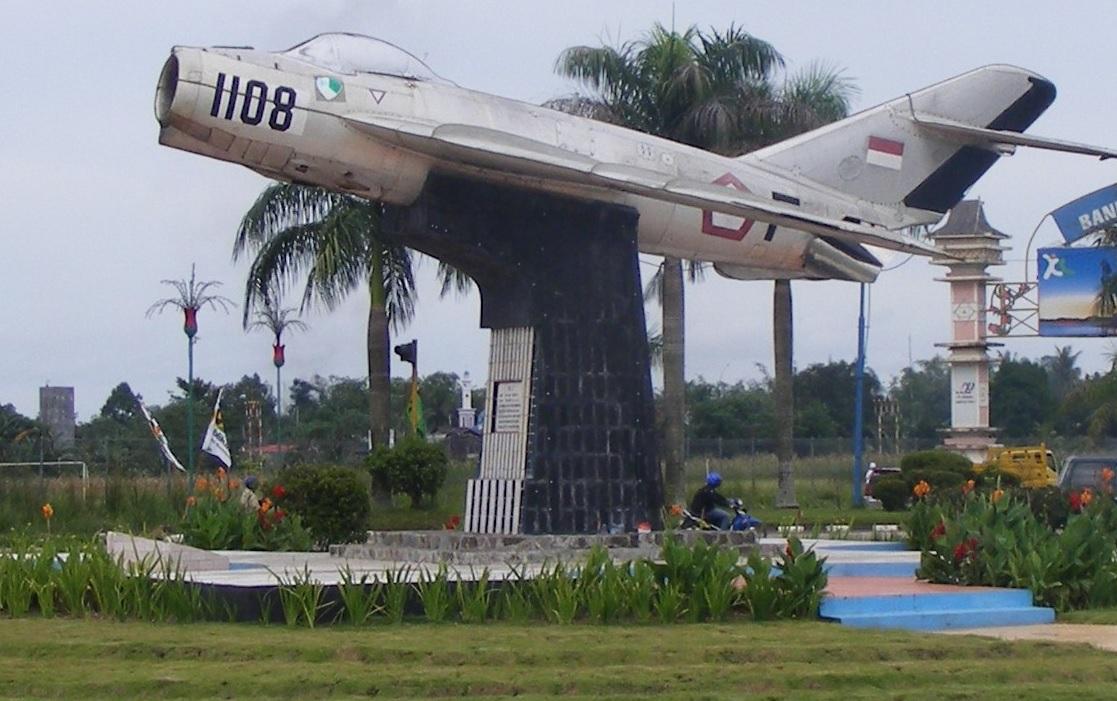 monumen-pesawat-tempur