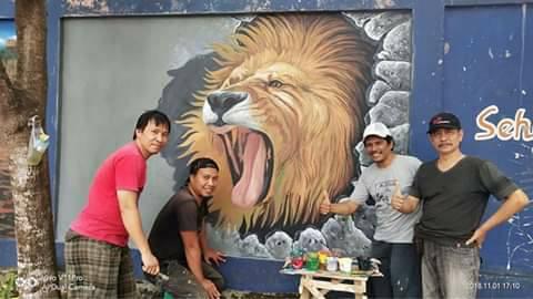 Karya IPI KALSEL Melukis Mural di Tembok Kolam Renang Idaman Banjarbaru
